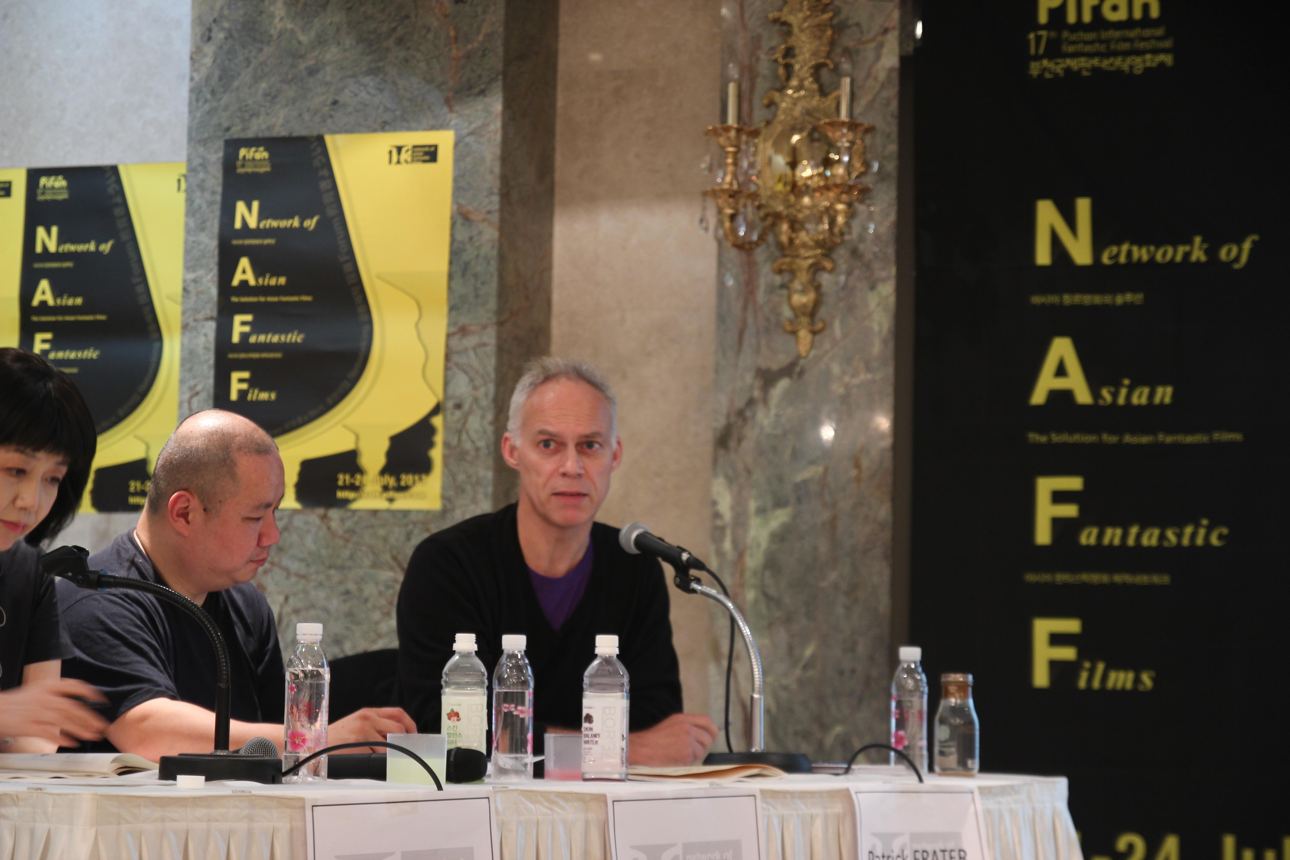 발제자로 나선 영화제작자 팀 쿽(가운데, 미국), '버라이어티' 아시아국장 패트릭 프레이터(영국).